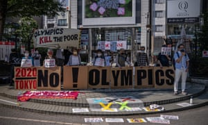 Manifestantes antiolímpicos en Tokio.