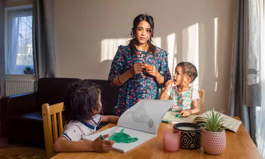 Jana monoparental con hijos Izaan y Yaana