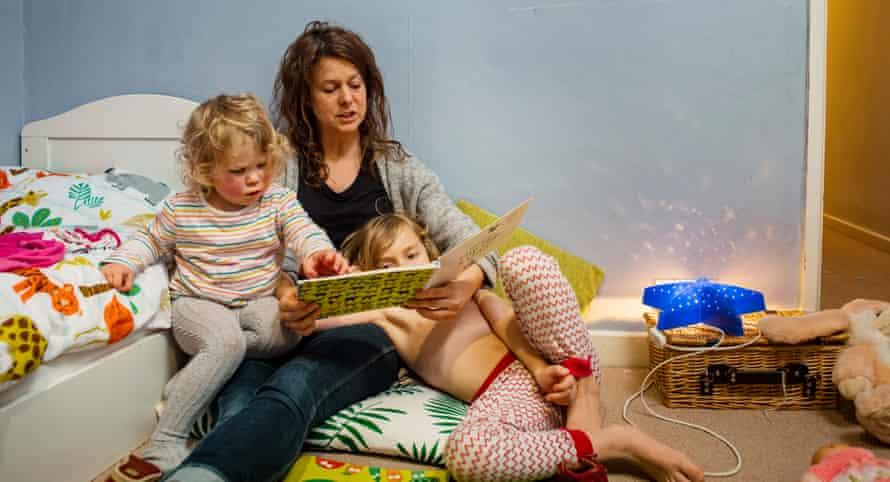 Gemma monoparental con hijos Elsie y Jack