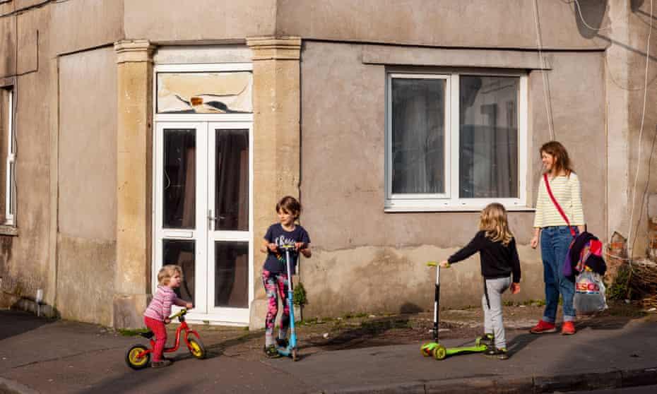 Gemma monoparental con hijos Freya, Jack y Elsie
