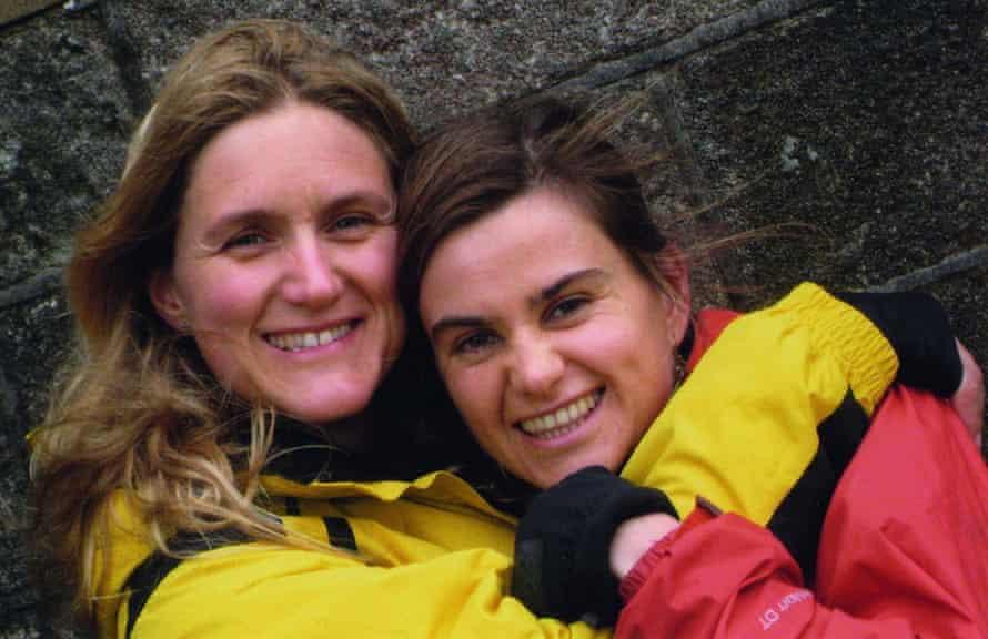 Kim Leadbeater y su hermana asesinaron al diputado Jo Cox en 2009 durante la gallina de Cox en Howarth, West Yorkshire.