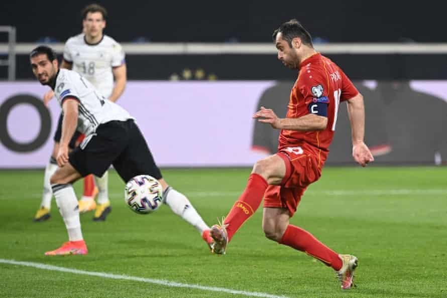 Goran Pandev anota contra Alemania.