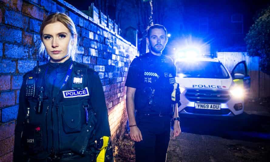 Sophie Minto y Michael Patton en 999: ¿Cuál es tu urgencia?