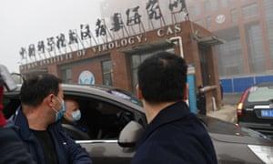 El personal de la OMS llega al Instituto de Virología de Wuhan en febrero