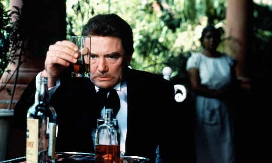 Albert Finney como Geoffrey Firmin en la película de 1984 Under the Volcano.