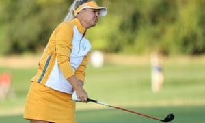 Anna Nordqvist del Team Europe juega su tiro
