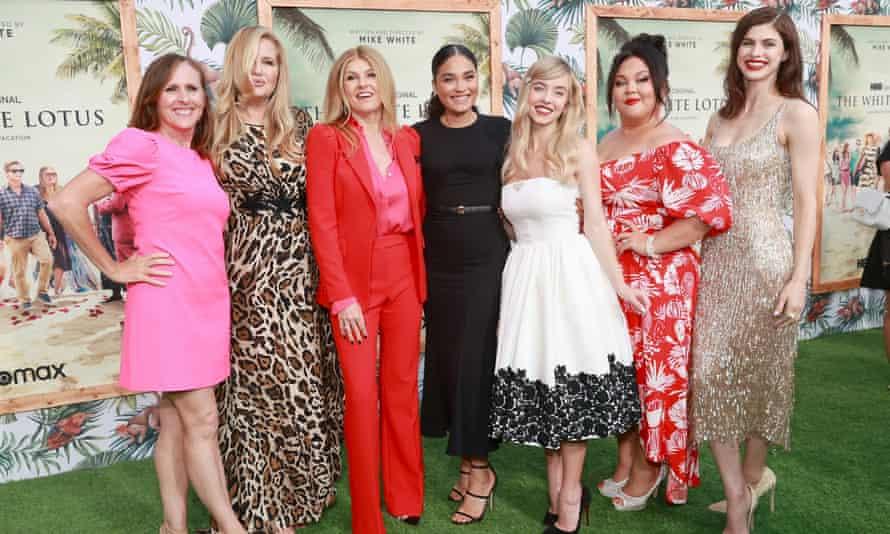 Molly Shannon, Jennifer Coolidge, Connie Britton, Brittany O'Grady, Sydney Sweeney, Jolene Purdy y Alexandra Daddario