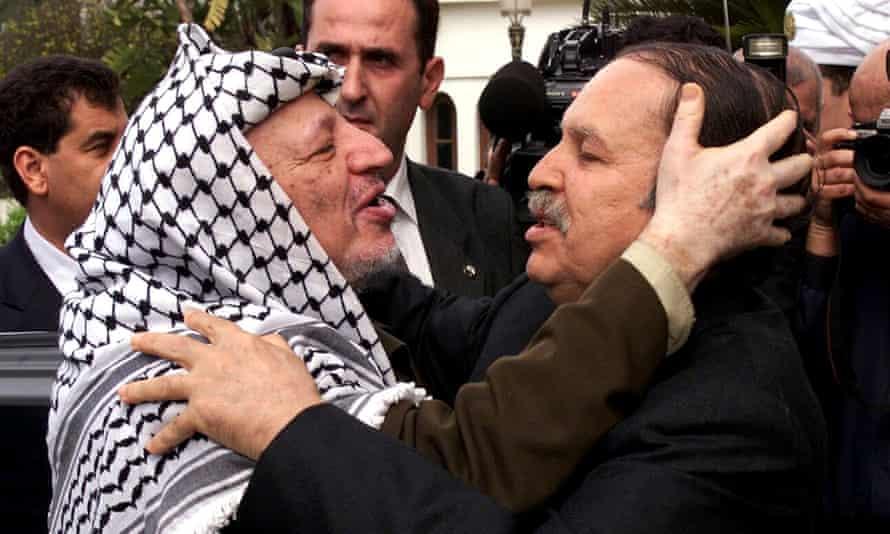 Abdelaziz Bouteflika y Yasser Arafat en 2001.