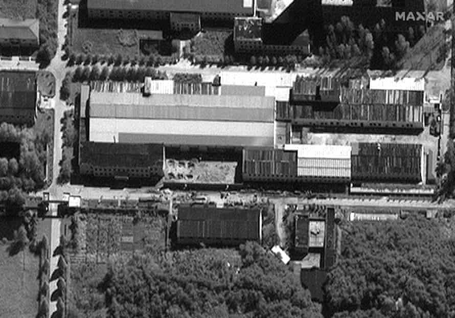 Una imagen satelital del 14 de septiembre del mismo sitio que parece mostrar que se ha construido un nuevo muro.