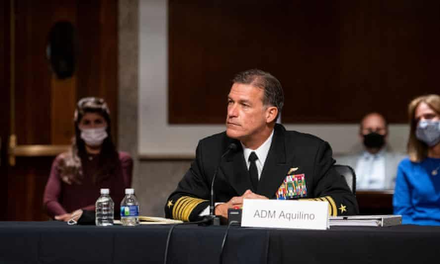 Almirante John Aquilino en una audiencia del Comité de Servicios Armados del Senado