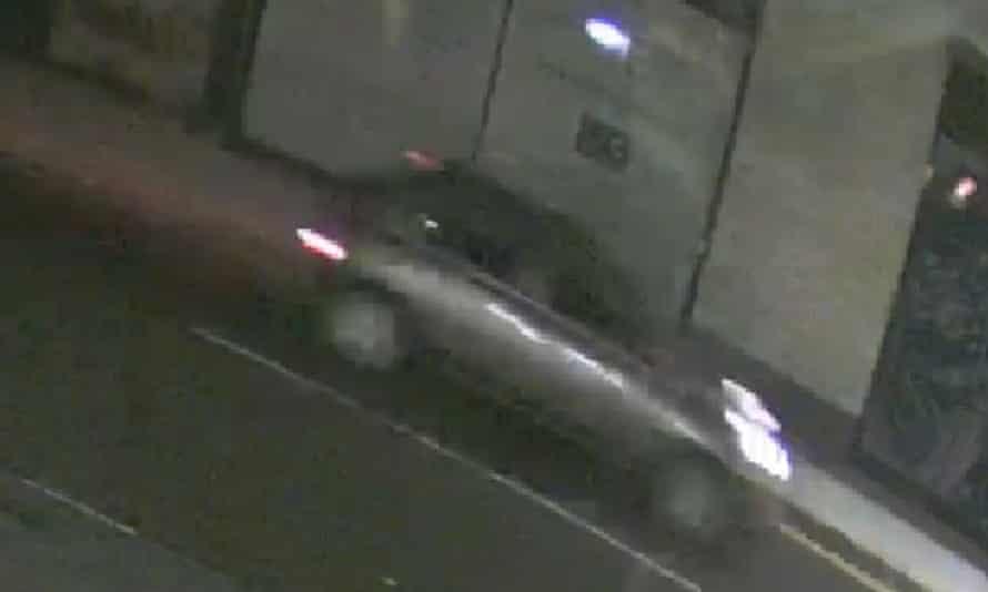 Imágenes del vehículo buscado por la policía