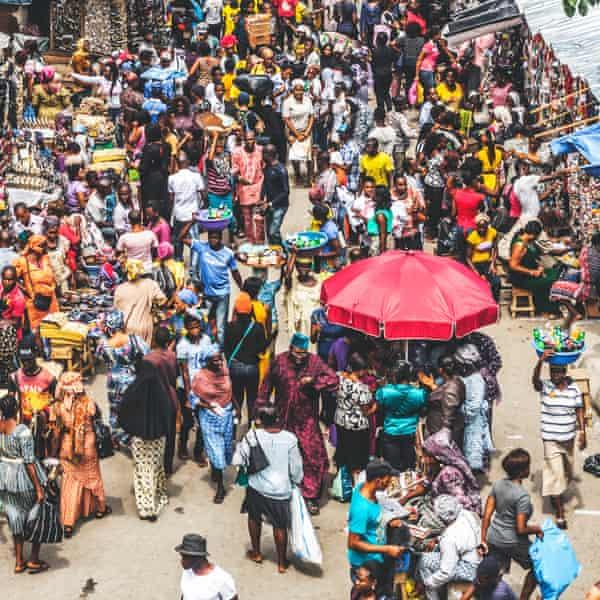 Un mercado callejero en Lagos.