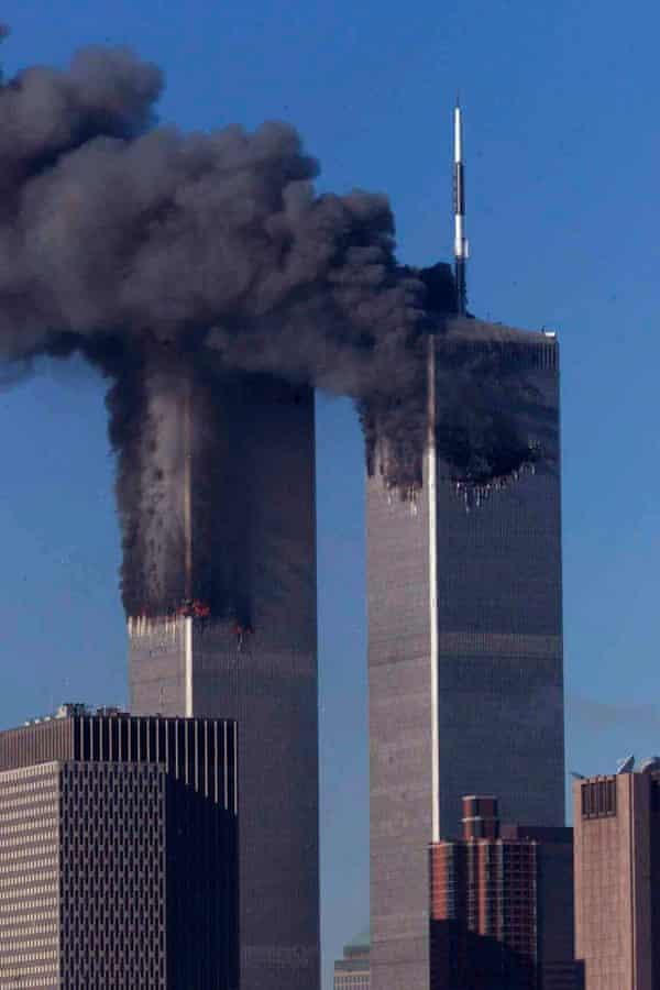 Las torres del World Trade Center se incendiaron poco después de ser atacadas por aviones en la mañana del 11 de septiembre de 2001 en la ciudad de Nueva York.