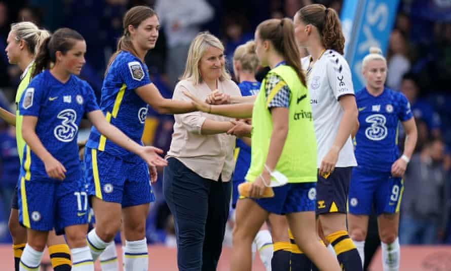 Emma Hayes con sus jugadores del Chelsea