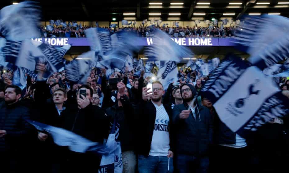 Fans de los Spurs en el nuevo estadio del Tottenham Hotspur