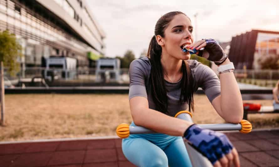 Las ventas de barras de proteína a las mujeres despegaron repentinamente.