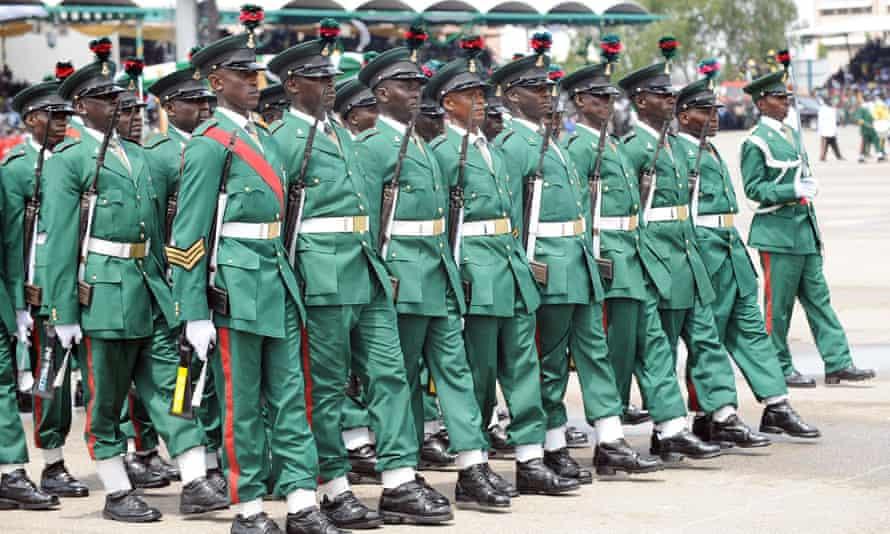 Soldados durante las celebraciones del 50 aniversario de la independencia de Nigeria en Abuja, 2010.